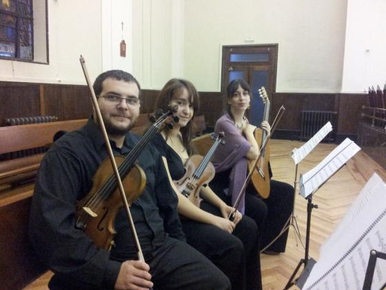 Dos violines y guitarra
